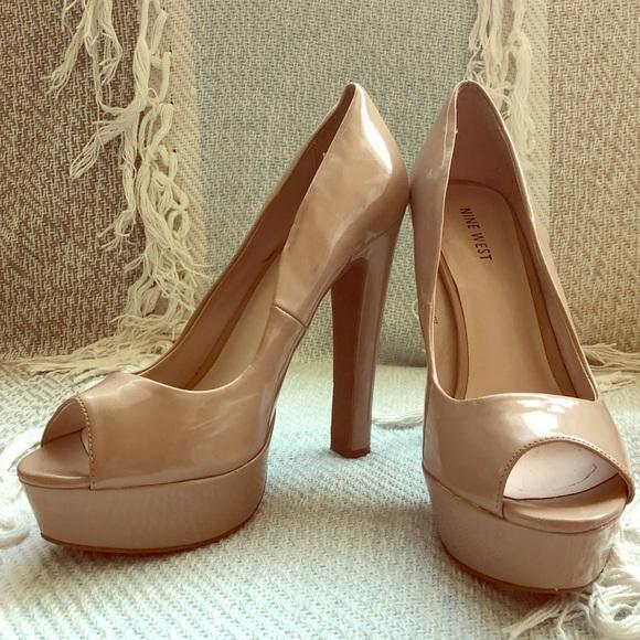 683783217fd6 Nude Patent Leather Peep Toe Pumps by Nine West. M 5af585563800c50d3dac5c03